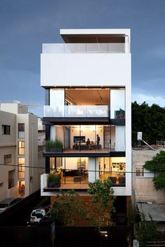 The most beautiful homes in the world: Tel Aviv town house Israel, by Pitsou Kedem architects Israeli architecture practice Pitsou Kedem have recently unveiled photos of Town House a six-storey. Residence Architecture, Architecture Durable, Architecture Design, Residential Architecture, Contemporary Architecture, Bauhaus Architecture, Contemporary Houses, Building Architecture, Deco Design