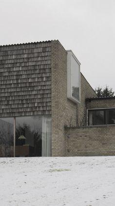 wood shingles cladding for modern house | Varmings Hus, Nils og Eva Koppel, Gentofte, Skovvej 35 A, 1951–53.
