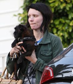 The everlasting makeunder: The Girl With The Dragon Tattoo star Rooney Mara stuck with Lisbeth Salanders grungy look even when not filming Old Actress, American Actress, Lisbeth Salander, Noomi Rapace, Baby Bangs, Hot Goth Girls, Riot Grrrl, Rooney Mara, Grunge Girl