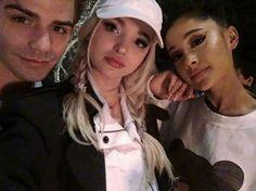 A atriz Dove Cameron publicou em seu Instagram essa foto ao lado de Ariana