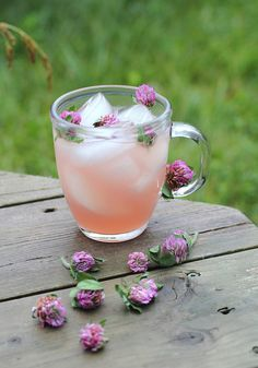 Red Clover Lemonade - red clover blossoms taken internally have been found to reduce inflammation of the lungs and liver and can help treat skin conditions such as eczema and psoriasis.