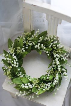 Springtime green and white wreath