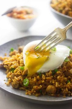 Kimchi fried rice is spicy, zesty and full of flavor! Kimchi adds a delicious pungent flavor to the rice mix giving it a rich umami flavor. Rice Recipes, Asian Recipes, Healthy Dinner Recipes, Ethnic Recipes, Japanese Recipes, Japanese Food, Healthy Meals, Breakfast Recipes, Healthy Eating
