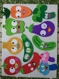 Vegetables and fruits with faces -Div. Vegetables and fruits with faces - Travel with toddler is so much easier and interesting with our Activity Playmats 🤗 FRUTAS DE E. School Board Decoration, Class Decoration, School Decorations, Kids Crafts, Diy And Crafts, Arts And Crafts, Paper Crafts, Preschool Classroom Decor, Preschool Activities