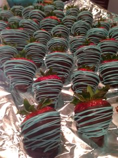 Boy baby shower chocolate strawberries :) I can make these... What do you think?! @April Lozoya