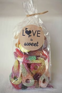 150 x Candy Buffet Bags with kraft labels - ships worldwide. $90.00, via Etsy.