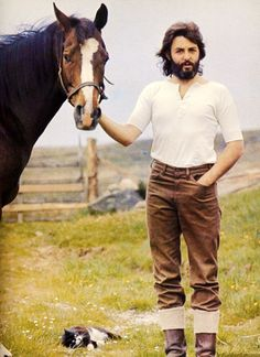 Paul McCartney with Horse and Cat Friend on His Farm in Scotland. Photo by Linda McCartney 1970 Ringo Starr, George Harrison, Julian Lennon, James Herriot, Beatrice Mccartney, Gilles Caron, Beatles Love, Beatles Art, Beatles Photos