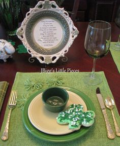 JBigg's Little Pieces: St. Patrick's Day Tablescape  http://jbiggslittlepieces.blogspot.com/2013/03/st-patricks-day-tablescape.html
