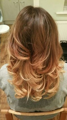 Do you love this beautiful warm brown to golden blonde ombre/ balayage hair colour? Stunning mid length on trend hair for summer!! :)