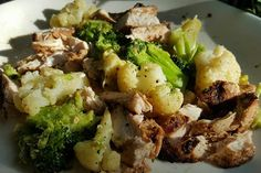 Low Carb Foods : Grilled Chicken with Roasted Broccoli & Cauliflower