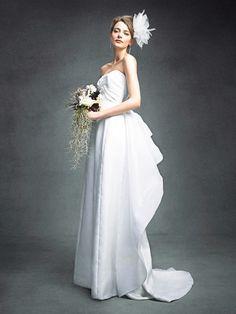 フェリーチェヴィータ × ベリッシマ(Felice Vita × Bellissima) 上品なモード感が漂うスレンダードレス W Dresses, Formal Dresses, Bridal Musings, Wedding Gowns, Bouquet, Hair, Bride, Beautiful, Style