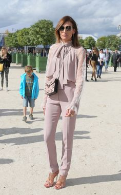 ' Y su 'front row' Looks Chic, Casual Looks, Wedding Trouser Suits, Fashion Pants, Fashion Dresses, Elegant Style Women, Moda Paris, Urban Looks, Power Dressing