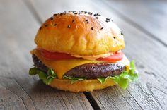 Cheese Burger, Cheddar, Bbq, Burger Buns, Hamburger, Ethnic Recipes, Food, Sweet Potato Burgers, Barbecue