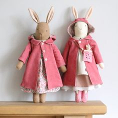 Hope you have a lovely day. Wondering if it's going to be a raincoat or sun hat kind of day Hope you have a lovely day. Wondering if it's going to be a raincoat or sun hat kind of day Doll Sewing Patterns, Sewing Dolls, Handmade Stuffed Animals, Softie Pattern, Fabric Animals, Fabric Toys, Waldorf Dolls, Soft Dolls, Handmade Toys