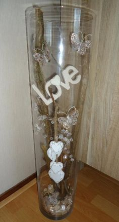 Buy a tall vase at the promotion, go shopping in the Christmas sales . Wine Bottle Crafts, Mason Jar Crafts, Jar Art, Décor Boho, Tall Vases, Bottle Painting, Glass Blocks, Style Vintage, Christmas Sale