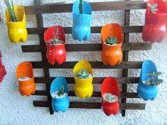 Ideas for diy kids crafts outdoors plastic bottles Plastic Bottle Planter, Reuse Plastic Bottles, Plastic Bottle Crafts, Plastic Plastic, Diy Home Crafts, Garden Crafts, Diy Crafts For Kids, Kids Diy, Bottle Garden
