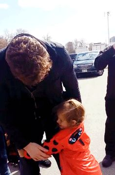 Hiddles with a little fan...AWWWWWWWWWW!!!! (Grace Freeman, if you are seeing this, get on Facebook. Now. I'm bored.)