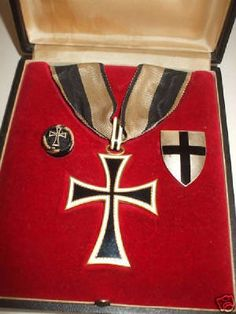 The Order of The Teutonic Knights of Saint Marys Hospital in Jerusalem, The Ceremonial Regalia of The Teutonic Order