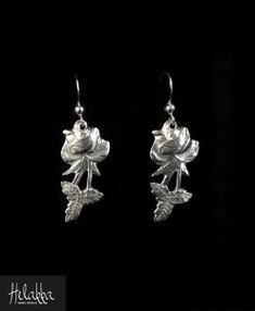 Hopeiset korvakorut lusikoista ruusu Hopea, Diy Jewelry, Jewellery, Silver Spoons, Pearl Beads, Fork, Helmet, Silhouette, Pearls