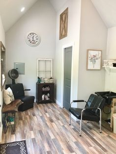 gorgeous in home salon room inspiration home hair salons home rh pinterest com