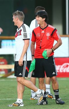 FIFA World Cup 2014 - Mundial en Imágenes (6.18.2014) - El Nuevo Herald Joachim Loew (R), head coach of Germany looks on during the German national team training at Campo Bahia on June 18, 2014 in Santo Andre, Brazil. Martin Rose / Getty Images