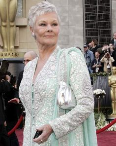have ALWAYS admired Dame Judi Dench! she is still beautiful! Judy Dench Hair, Judi Dench, Grey Wig, Short Grey Hair, Going Gray Gracefully, Aging Gracefully, Grey Hair Styles For Women, Short Hair Styles, Ageless Beauty