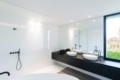 architectenburo bart coenen te antwerpen // architect van moderne woningen House Bathroom, Bathroom Inspiration, White Bathroom Designs, Home Interior Design, House Furniture Design, Bathroom Interior, Bathrooms Remodel, Black Bathroom, Bathroom Design Inspiration