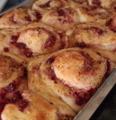Coconut - Lingonberry Rolls recipe by Tummies full at massuttaynna.blogspot.fi. Recipes in Finnish.