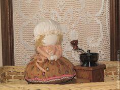 Купить Кумушка карамельная - травница, кубышка-травница, ароматизированная игрушка, ароматизированная кукла, ароматическое саше