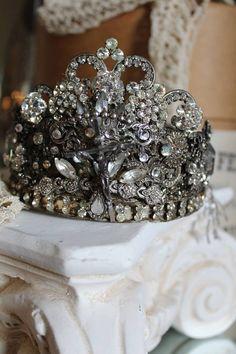 Tiara, looks vintage Royal Jewelry, Vintage Jewelry, Crown Royal, Looks Vintage, Tiaras And Crowns, Crown Jewels, Queen Bees, My Princess, Headbands