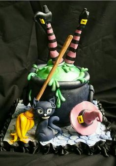Witch Cake – For all your Halloween cake decorating supplies, please visit www.c… Witch Cake – Pour tous vos accessoires … Halloween Desserts, Halloween Torte, Bolo Halloween, Halloween Food For Party, Halloween Cookies, Halloween Treats, Haloween Cakes, Spooky Halloween, Cute Halloween Cakes