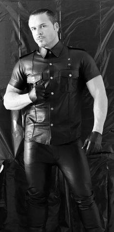 Leather wear for leather man Mens Leather Pants, Tight Leather Pants, Leather Gloves, Motorcycle Leather, Leder Outfits, Men In Uniform, Mens Gloves, Leather Fashion, Men's Fashion
