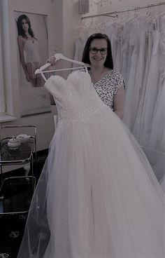 Karin Spielmann #brautmodentirolteam #brautmodentirol Lace Wedding, Wedding Dresses, One Shoulder Wedding Dress, Fashion, Wedding Dress Lace, Dress Wedding, Gowns, Bride Dresses, Moda