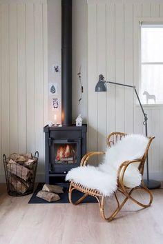 De mooiste manieren om haardhout op te bergen in je interieur - Roomed