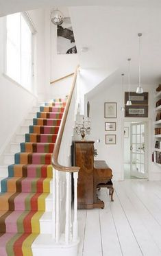 Surprising Stunning Carpet Runner For Stairs Tiled Staircase, Painted Staircases, Carpet Staircase, Staircase Runner, Painted Stairs, Staircase Design, Patterned Stair Carpet, Stair Walls, Hallway Carpet Runners