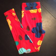 Lularoe TC leggings Lularoe TC leggings brand new print. Reddish orange base with large flowers. New without tags. Never worn or washed. I took them out of the bag and realized the color wasn't for me. LuLaRoe Pants Leggings