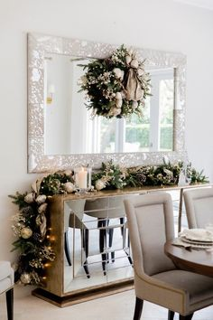 Christmas Dinner Tablescape – Fashionable Hostess – My CMS Gold Christmas Decorations, Christmas Table Settings, Commercial Christmas Decorations, Christmas Garlands, Advent Wreaths, Christmas Tablescapes, Christmas Candles, Holiday Tables, Classy Christmas