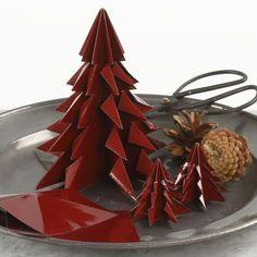 Juletræ af foldet, blankt origamipapir  DIY vejledning