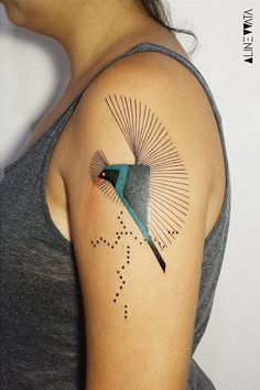 Cool Shoulder Tattoos, Mens Shoulder Tattoo, Shoulder Tattoos For Women, Little Tattoos, Tattoos For Guys, Tattoo Girls, Geometric Tattoo Bird, Unusual Tattoo, Unique Tattoos