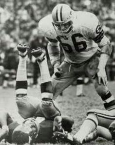 Ray Nitschke of the Green Bay Packers drops a KC Chiefs Nfl Football Players, Football Hall Of Fame, Football Photos, Football And Basketball, Baseball, School Football, Football Season, Go Packers, Green Bay Packers Fans