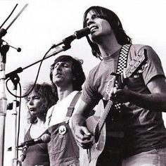 Joni Mitchell, Graham Nash, and Jackson Browne - Joni does not look happy! Jackson Browne, Music Is Life, My Music, Radios, Hippie Man, Joan Baez, Laurel Canyon, Sing To Me, Best Rock