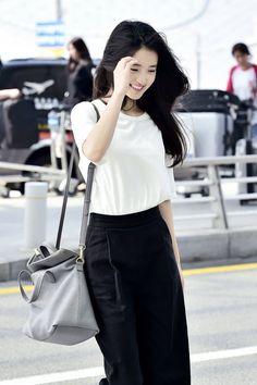 김태리 Cute Korean Girl, Asian Girl, Short Girl Fashion, Foreign Celebrities, Stunning Girls, Work Chic, Korean Actresses, Korean Women, Korean Beauty