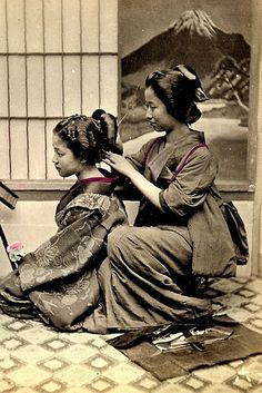 101 scenes of old Japan: A collection of photos taken over a century ago Japanese Geisha, Japanese Kimono, Vintage Japanese, Japanese Beauty, Japanese History, Japanese Culture, Samurai, Photo Japon, Art Occidental