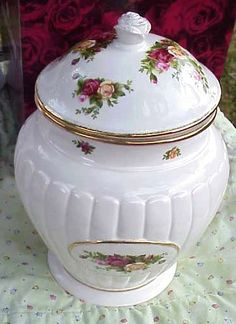 Royal Albert Old Country Roses Fluted Cookie Jar