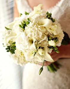Love this combination of flowers for the bridal bouquet!- this could be great for the bridesmaids in their navy...