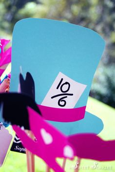 Alice in Wonderland photo booth props! #aliceinwonderland #photobooth