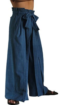 ChomThong Hand Woven Cotton Hakama Style Pants by SawanAsia Samurai Pants, Looks Pinterest, Paperbag Hose, Style Japonais, Mens Fashion Wear, Tactical Clothing, Woven Cotton, Male Models, Cool Outfits