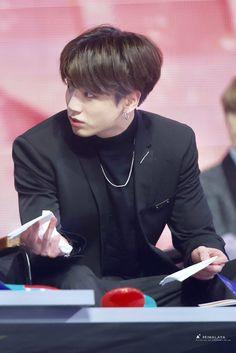 """jungkook in suits ; a needed thread"" Foto Jungkook, Vlive Bts, Kookie Bts, Maknae Of Bts, Jungkook Oppa, Bts Bangtan Boy, Jung Kook, Busan, K Pop"