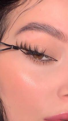 Cute Eye Makeup, Retro Makeup, Makeup Is Life, Creative Eye Makeup, Edgy Makeup, Baddie Makeup, Makeup Eye Looks, No Eyeliner Makeup, Crazy Makeup