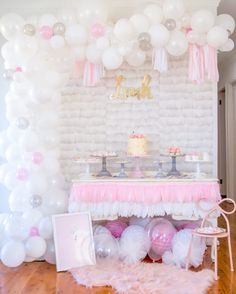 If it's a whimsical, feminine and modern theme you're after for your next special occasion, a swan party theme is both beautiful and easy with these finds! Balloon Garland, Balloon Decorations, Baby Shower Decorations, Balloons, Comment Dresser Une Table, Baptism Themes, Decoration Buffet, Soiree Party, Lake Party
